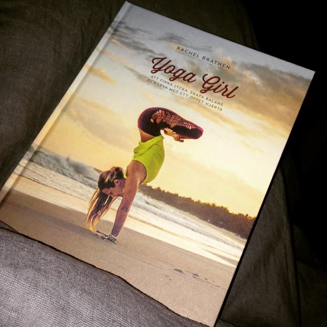 yoga girl bok
