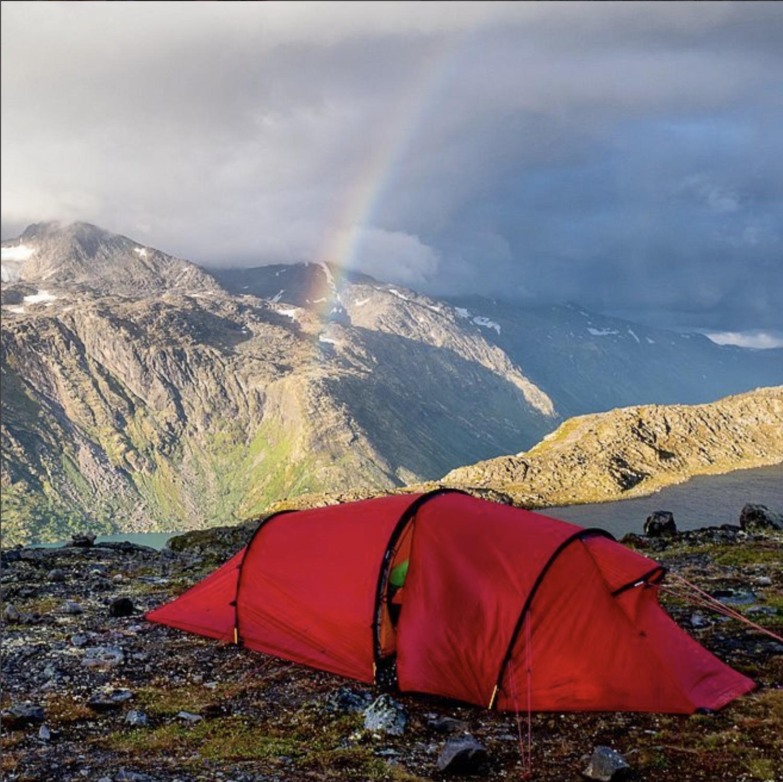 besseggen hillebergtält med regnbåge