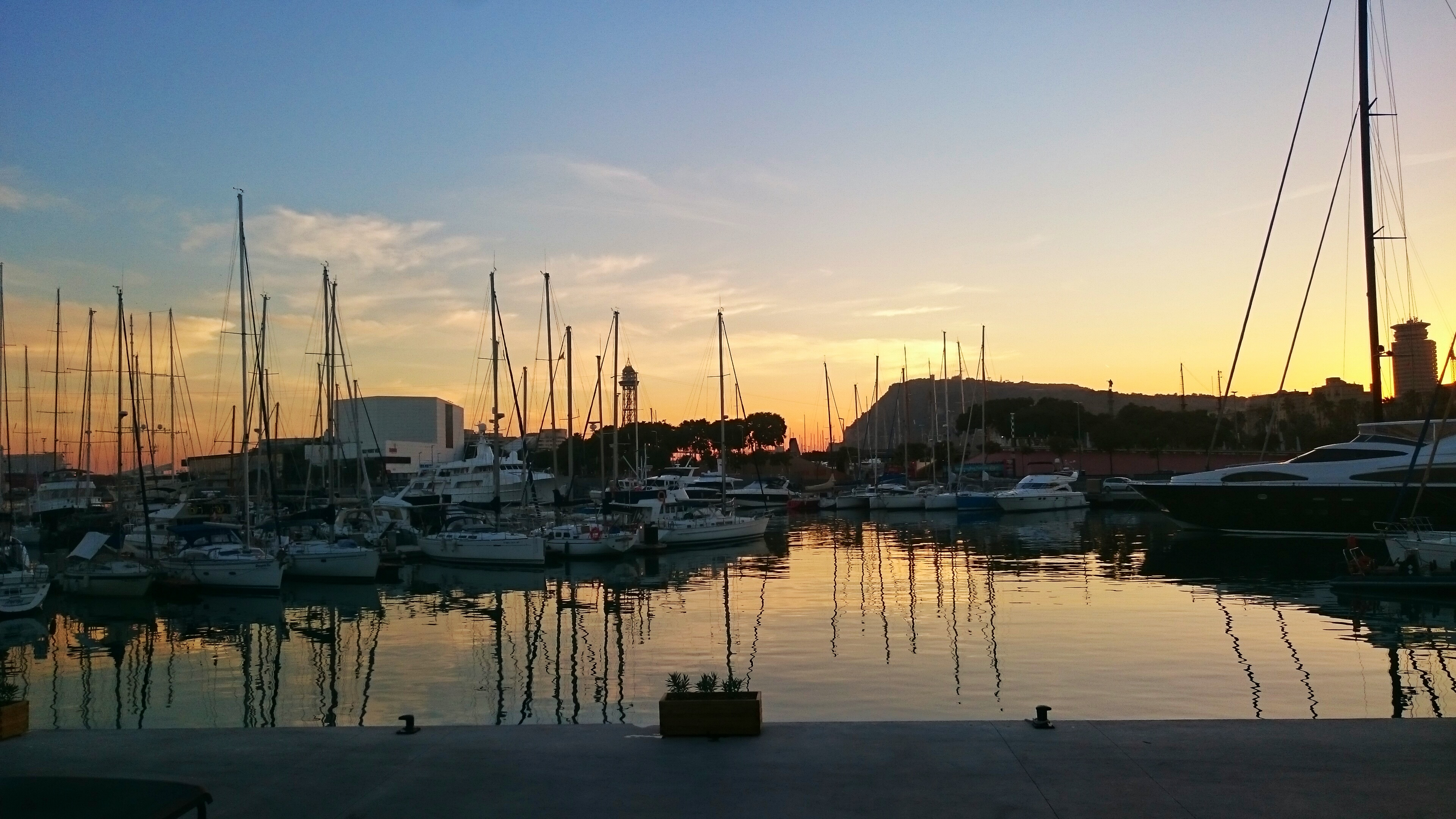 solnedgång barcelona båtar