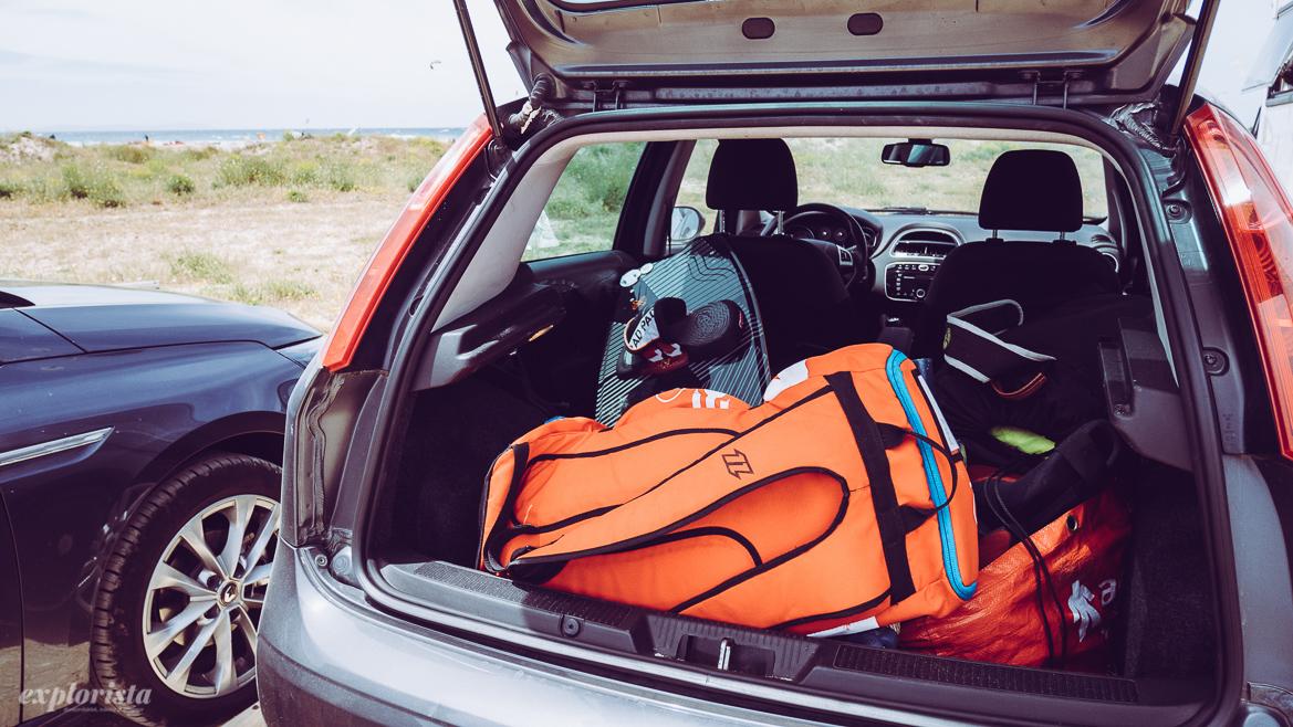 bil med kitesurfpackning