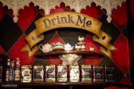 drink me-skylt tearoom