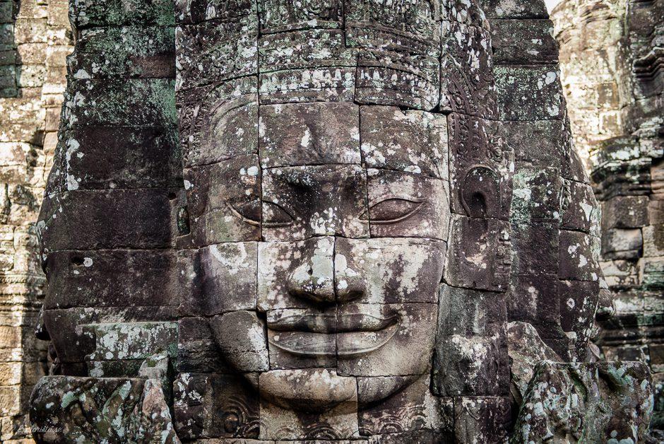 bayan tempel med ansikte i stenen