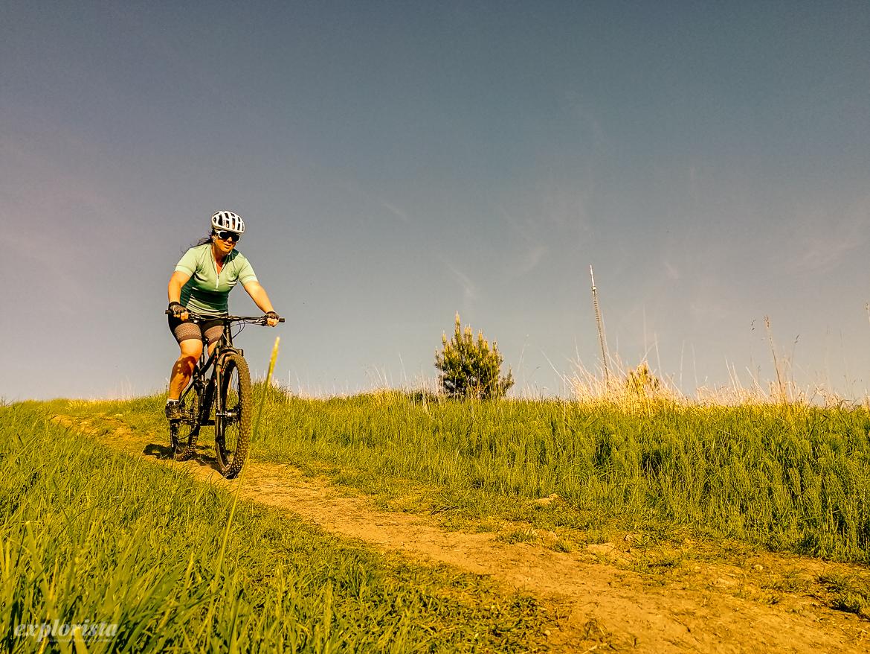 sara rönne på mountainbike