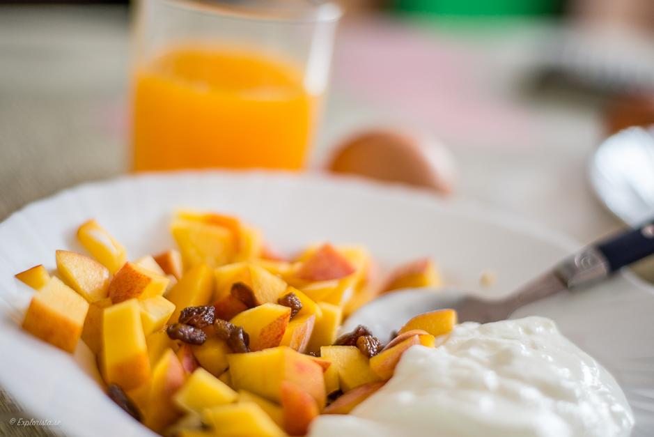 frukost persika yoghurt