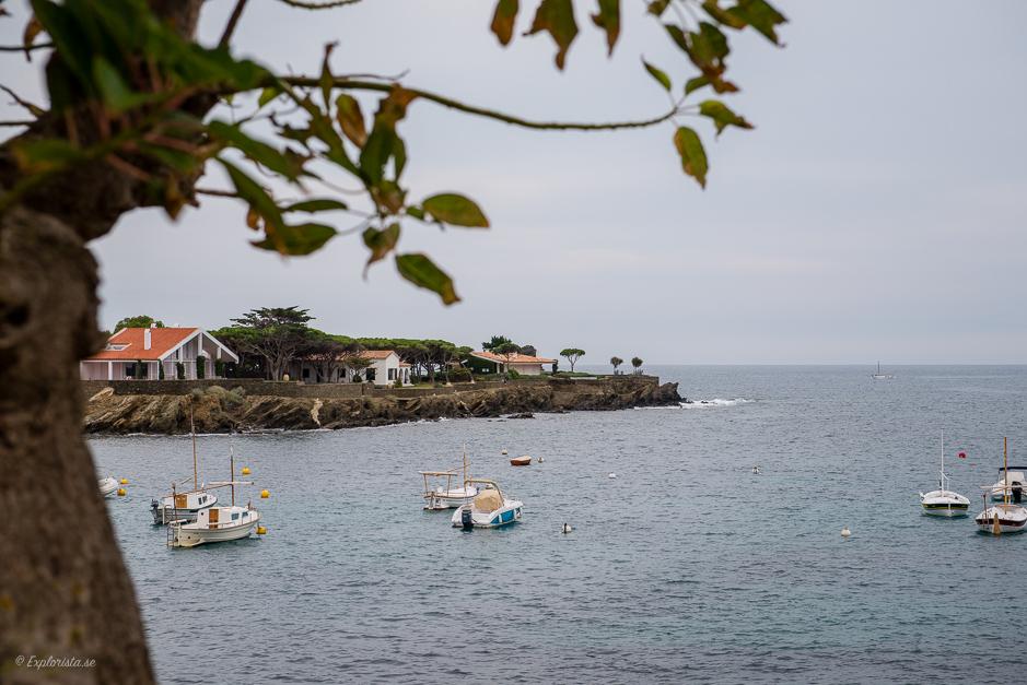 utsikt hav hus på udde