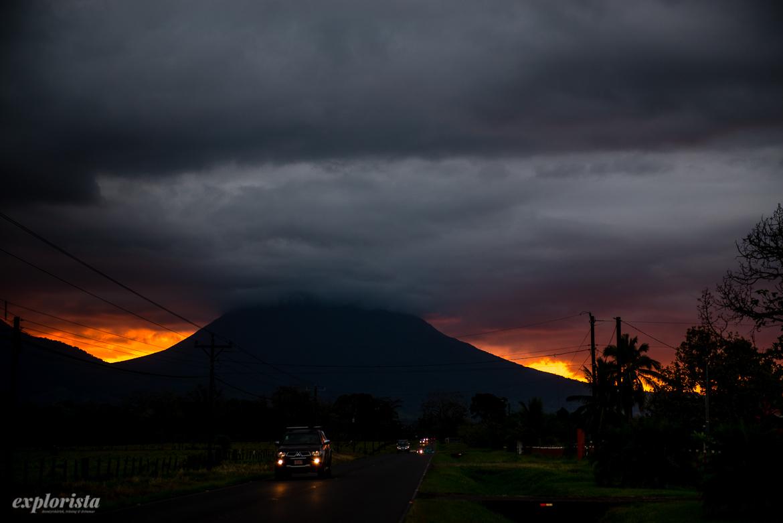 solnedgång över arenal vulkan