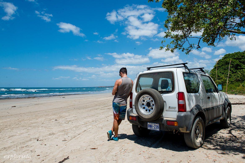 jeep på strand i costa rica