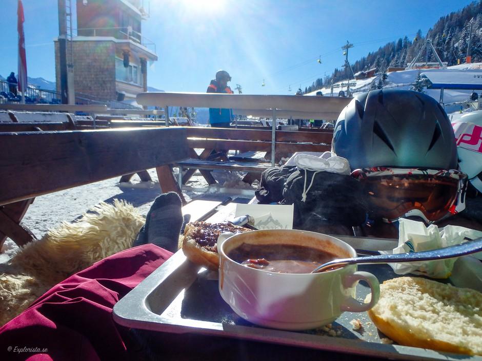 lunch i skidbacken