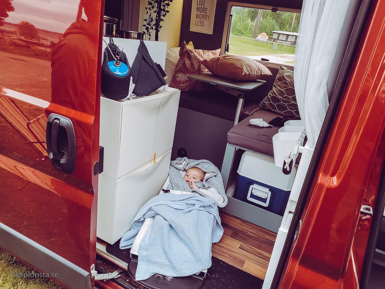 bebis i campervan eller husbil