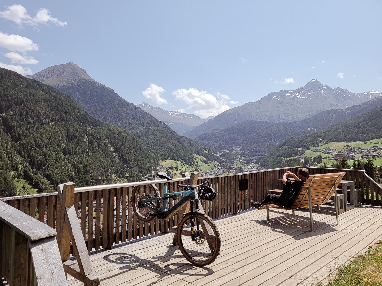 Alperna med cykel, fin utsikt