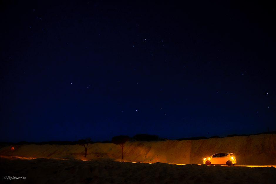 natt bil med ljus