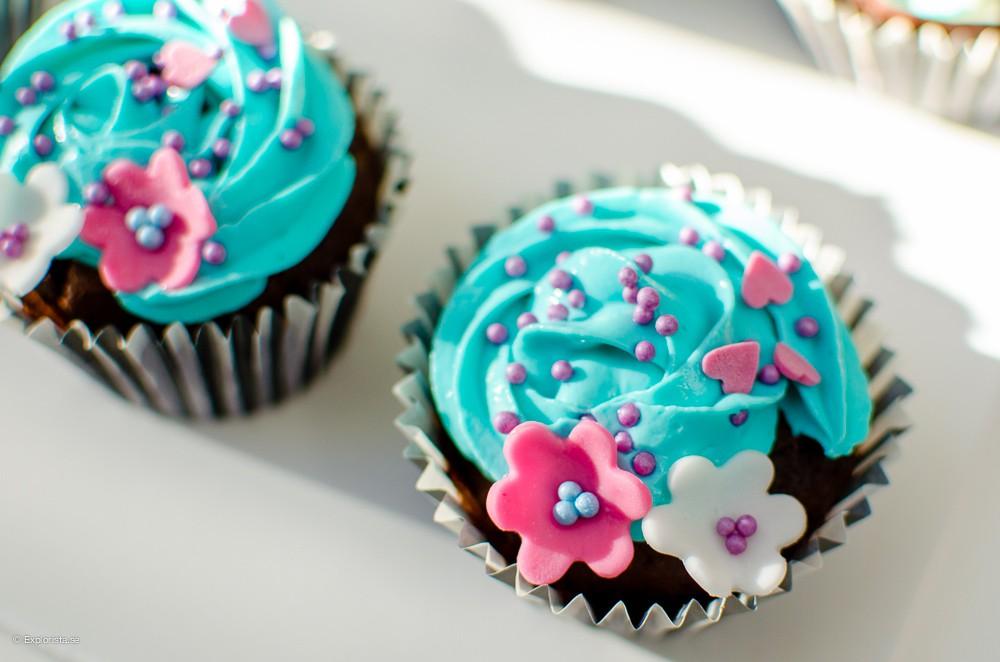 vårcupcake med blommor