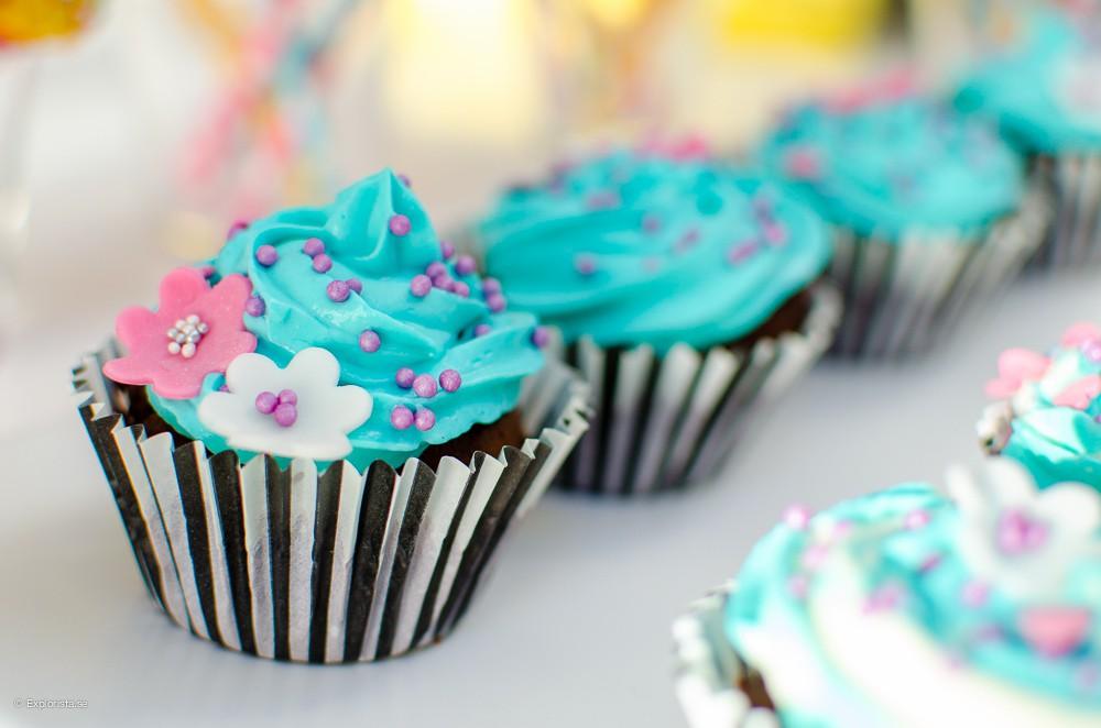 vårig cupcake med blommor