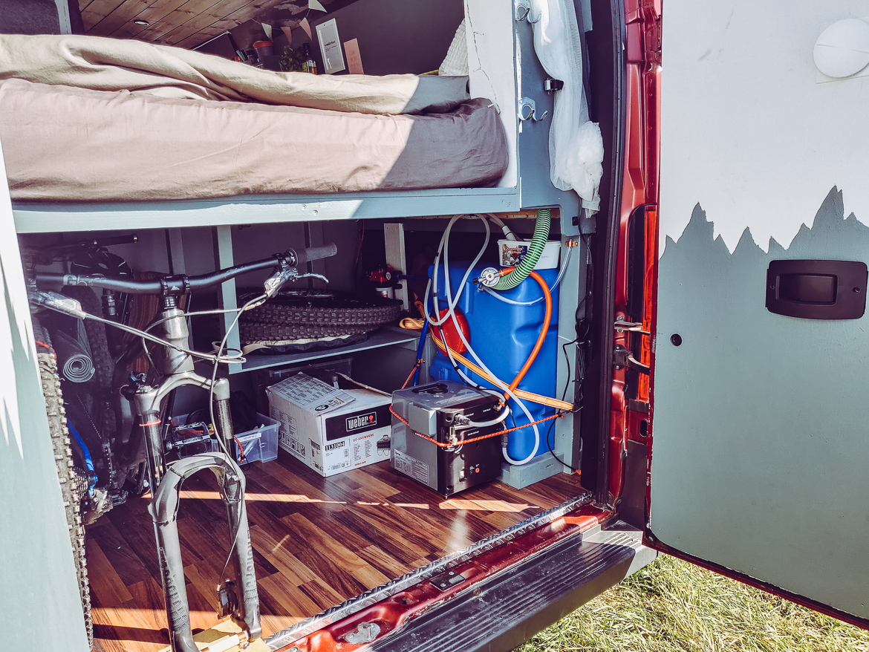 Campervan med garaget och plats för mountainbikes och cyklar - Explorista - Peugeot Boxer 2014 L4H2