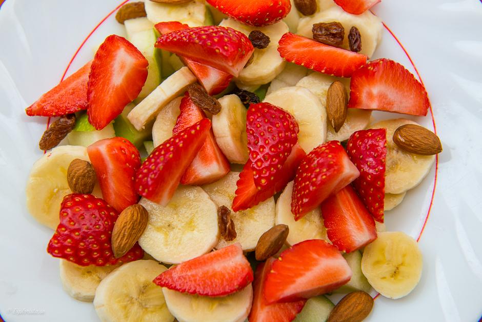 fruktsallad med jordgubbar