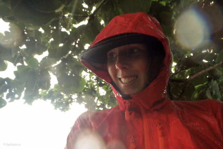 tjej i regn