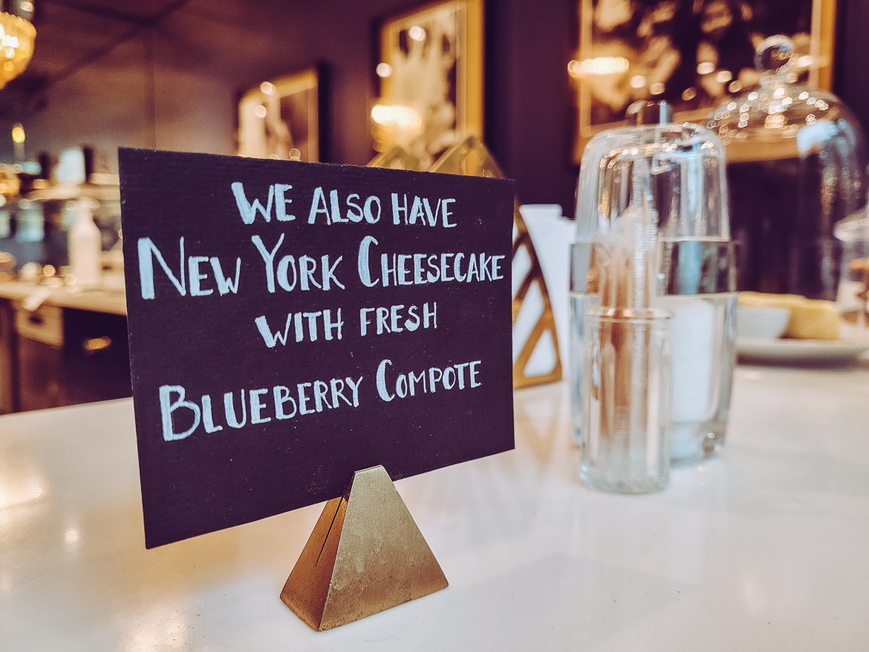 New York blueberry cheesecake skylt