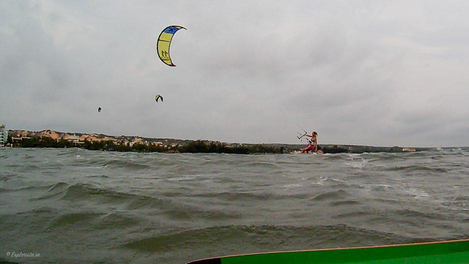 kitesurf woman