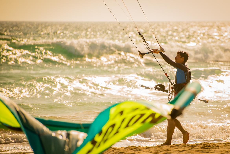 kitesurfare på stranden