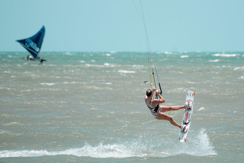 Kitesurftjej backroll