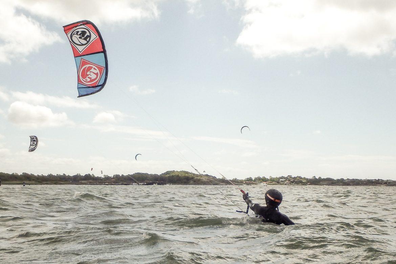 Lära sig kitesurfa
