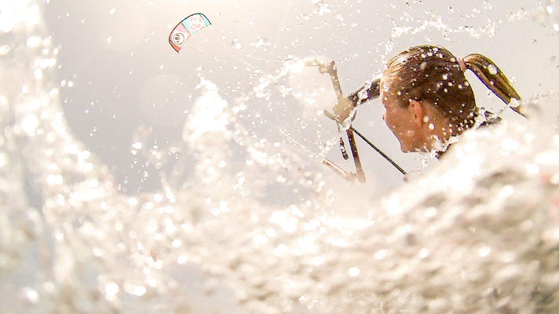 kitesurfare i vatten