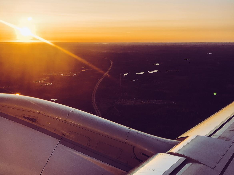 Soluppgång över Sverige från flygplan