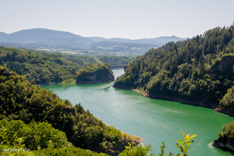 vacker sjö i italienska alperna