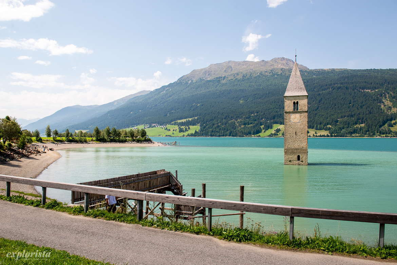 lake resia med klocktorn i sjön