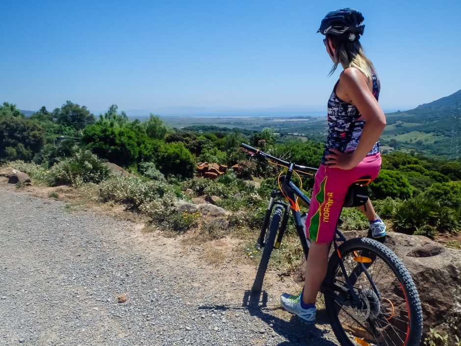mountainbike tjej utsikt tarifa