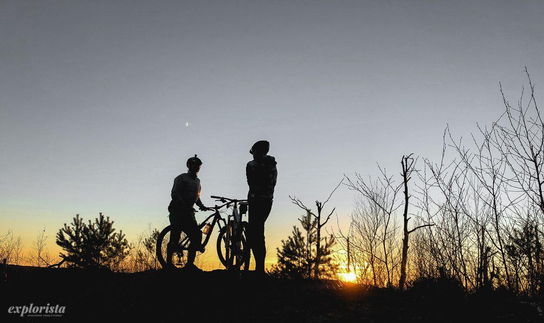 solnedgång mtbcyklister