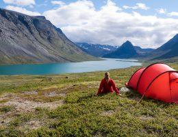 norska fjällen sommar rött tält