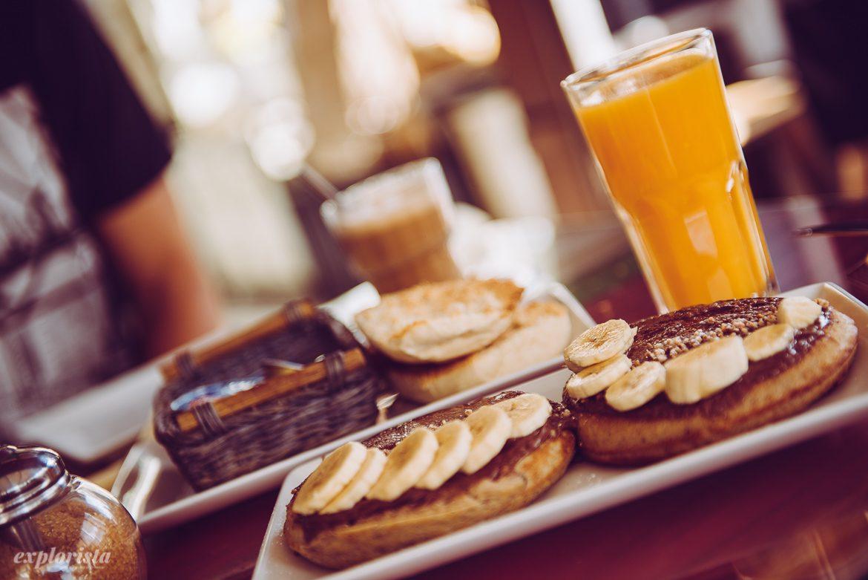 nutellapannkakor med banan och apelsinjuice