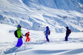 skidåkare i offpist i argentiere