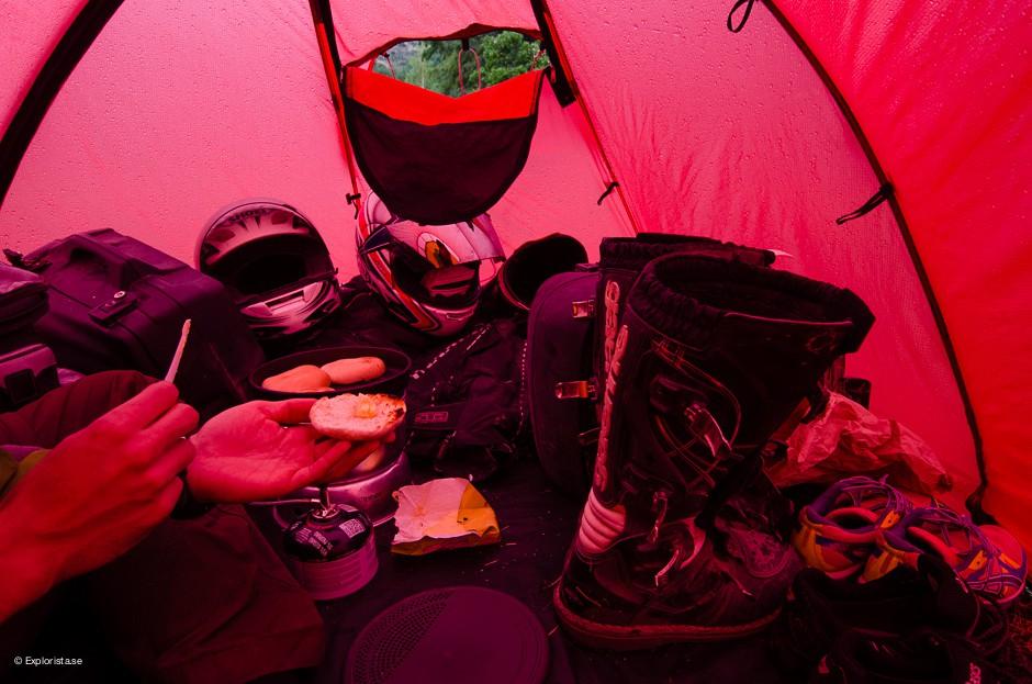 inne i tält
