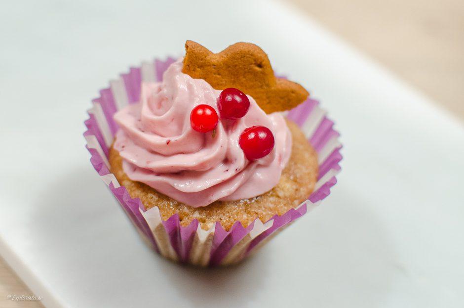 pepparkakscupcakes med rosa lingonfrosting
