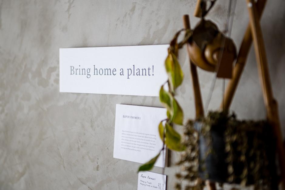 växter och skylt