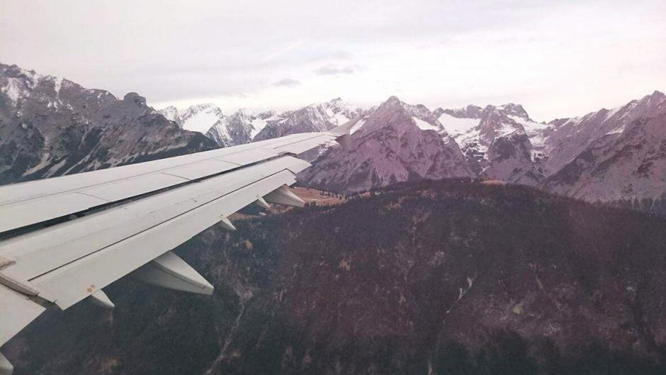 berg utsikt flygplansvinge