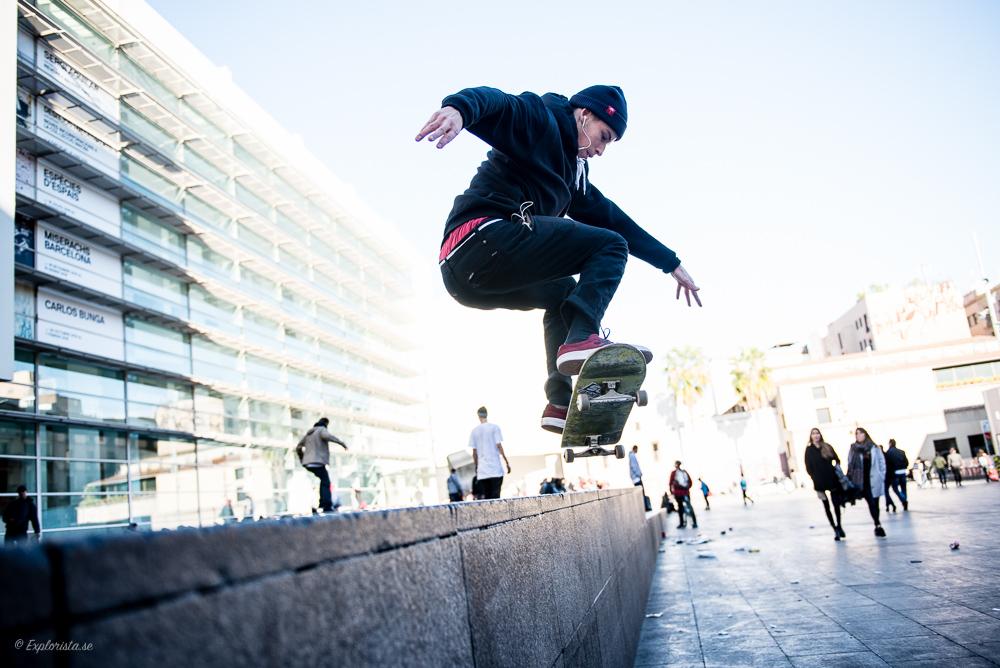 skateboardåkare hoppar