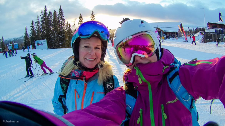 MiaShopping & Explorista på skidor