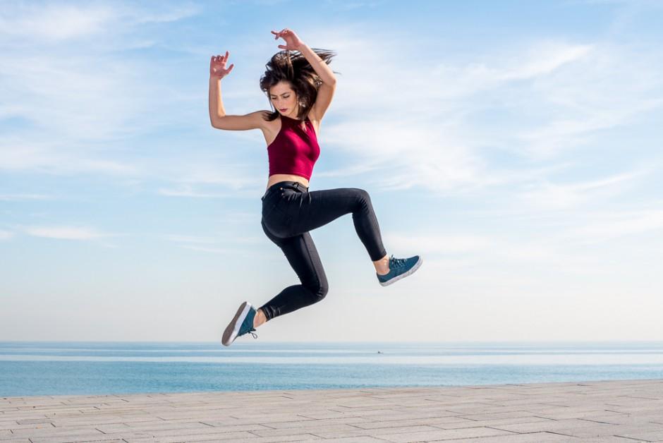 streetdance woman jump