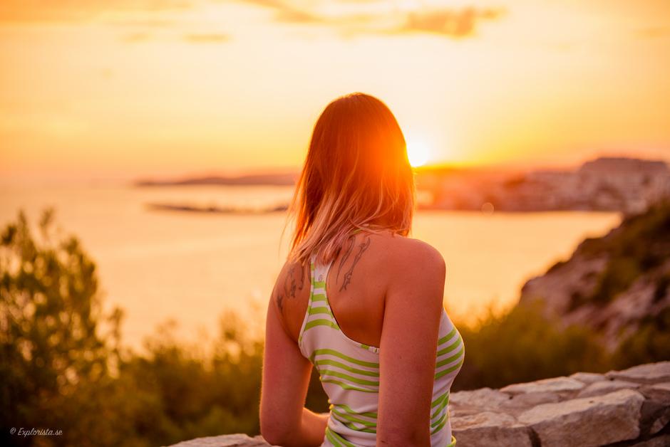 tjej solnedgång