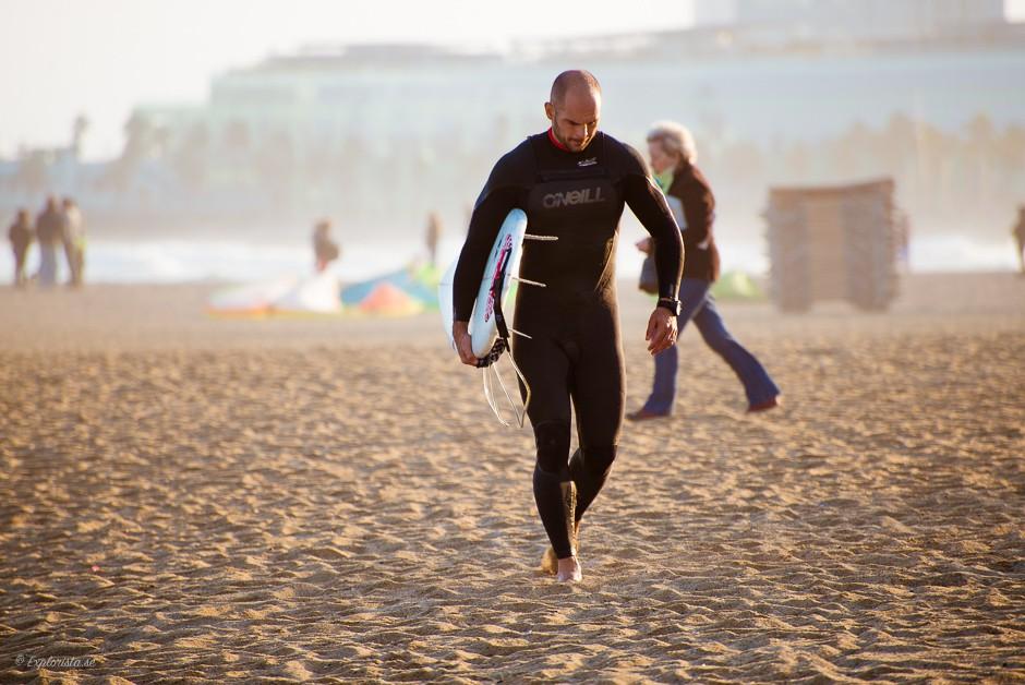 surfer barcelona