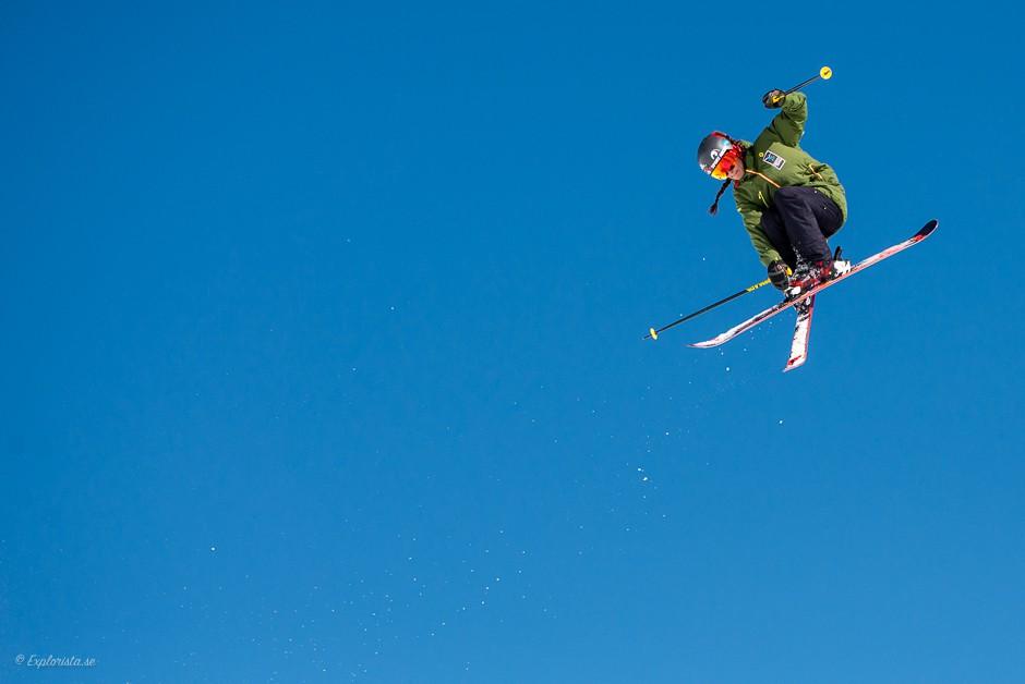 jump skiing