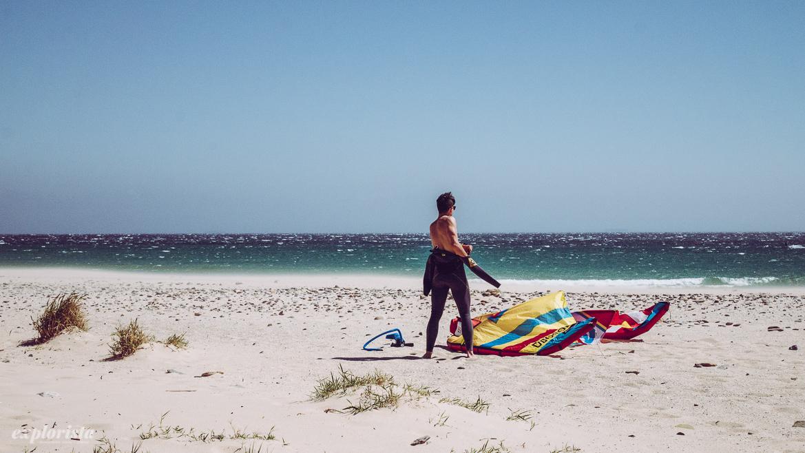 Kitesurfer på stranden
