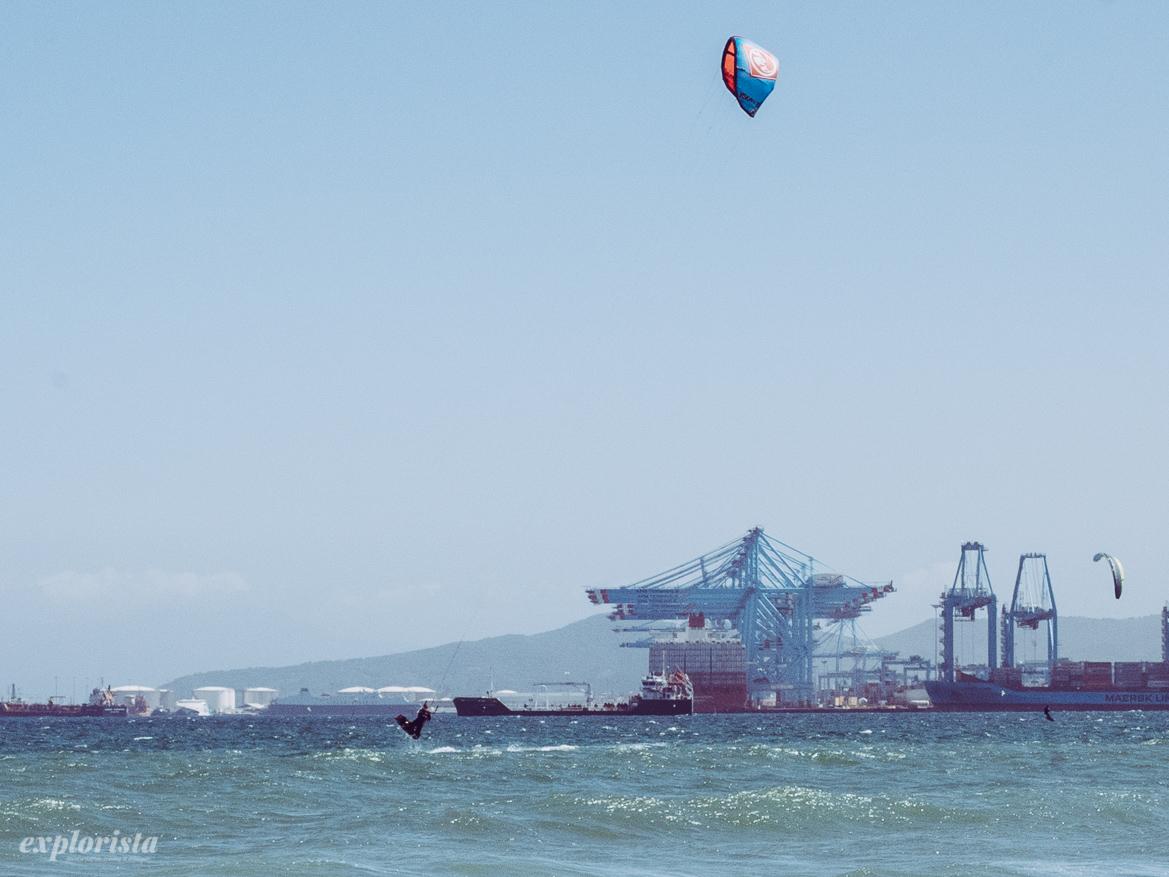 Emmi kitesurfar i Palmones