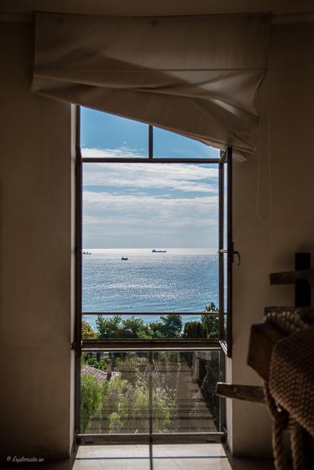 fönster utsikt mot havet