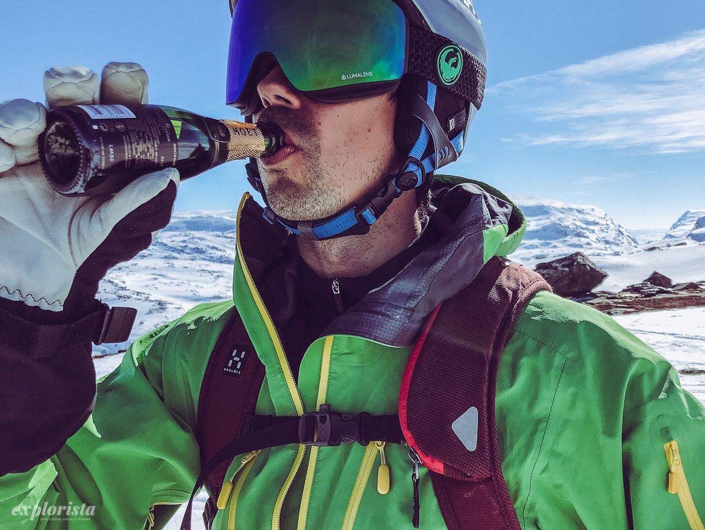 Kille dricker Moet Chandon på topptur