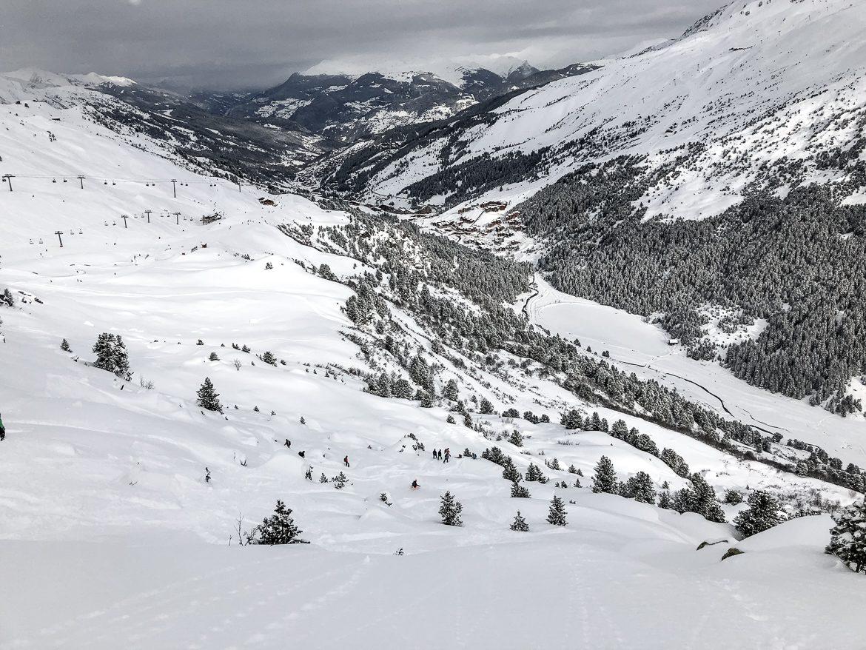 utsikt i snöiga berg