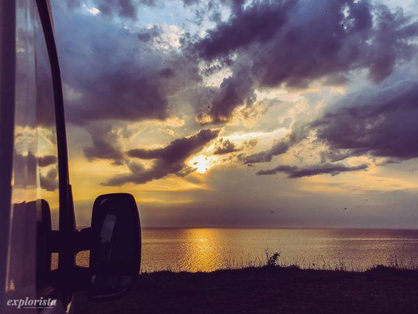 campervan i solnedgång över öland